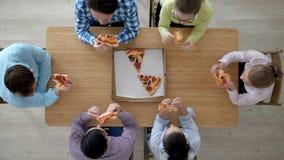 κατανάλωση της πίτσας ανθ& απόθεμα βίντεο