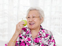 Κατανάλωση του μήλου στοκ φωτογραφία με δικαίωμα ελεύθερης χρήσης