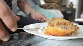 Κατανάλωση του baklava φιλμ μικρού μήκους