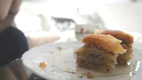 Κατανάλωση του baklava απόθεμα βίντεο