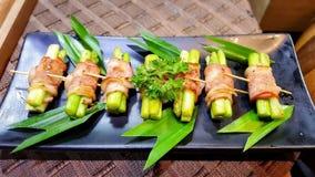 Κατανάλωση των ρόλων σουσιών Ιαπωνικό εστιατόριο τροφίμων Στοκ φωτογραφίες με δικαίωμα ελεύθερης χρήσης