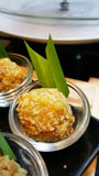 Κατανάλωση των ρόλων σουσιών Ιαπωνικό εστιατόριο τροφίμων Στοκ Φωτογραφίες