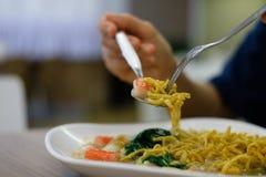 κατανάλωση noodles Στοκ Εικόνες