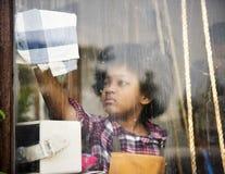 Καταναλωτής αγορών εμπορίου επιχειρηματικού πνεύματος διαθέσιμος στοκ φωτογραφίες