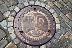 Καταπακτή υπονόμων στο πεζοδρόμιο πετρών Στοκ φωτογραφίες με δικαίωμα ελεύθερης χρήσης