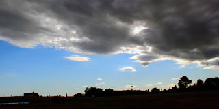 Καταπατόντα σύννεφα Στοκ εικόνες με δικαίωμα ελεύθερης χρήσης