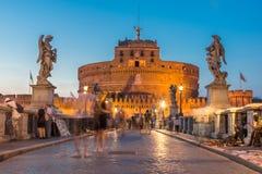 Καταπληκτική άποψη ηλιοβασιλέματος της γέφυρας και του κάστρου ST Angelo του ST Angelo στην πόλη της Ρώμης, Ιταλία Στοκ φωτογραφία με δικαίωμα ελεύθερης χρήσης