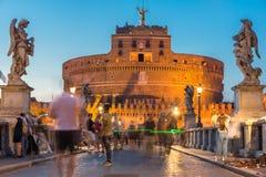 Καταπληκτική άποψη ηλιοβασιλέματος της γέφυρας και του κάστρου ST Angelo του ST Angelo στην πόλη της Ρώμης, Ιταλία Στοκ φωτογραφίες με δικαίωμα ελεύθερης χρήσης