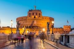 Καταπληκτική άποψη ηλιοβασιλέματος της γέφυρας και του κάστρου ST Angelo του ST Angelo στην πόλη της Ρώμης, Ιταλία Στοκ εικόνες με δικαίωμα ελεύθερης χρήσης