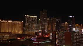 Καταπληκτική άποψη πέρα από τα ξενοδοχεία του Λας Βέγκας στη λουρίδα τή νύχτα - ΗΠΑ 2017 φιλμ μικρού μήκους