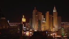 Καταπληκτική άποψη πέρα από τα ξενοδοχεία του Λας Βέγκας στη λουρίδα τή νύχτα - ΗΠΑ 2017 απόθεμα βίντεο
