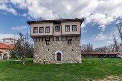 Καταπληκτική άποψη του μεσαιωνικού πύργου του αγγέλου Voivode στο μοναστήρι Arapovo Αγίου Nedelya, Βουλγαρία Στοκ Εικόνες