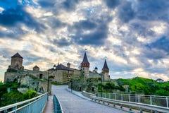 Καταπληκτική άποψη του μεσαιωνικού φρουρίου κάστρων σε kamianets-Podils Στοκ εικόνα με δικαίωμα ελεύθερης χρήσης