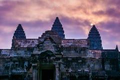 Καταπληκτική άποψη του ναού Angkor Wat στην ανατολή Ο ναός σύνθετος Στοκ Φωτογραφίες