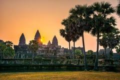 Καταπληκτική άποψη του ναού Angkor Wat στην ανατολή Ο ναός σύνθετος Στοκ Εικόνες