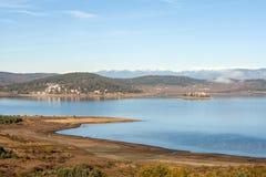Καταπληκτική άποψη φθινοπώρου της δεξαμενής Batak, βουνό Rhodopes Στοκ εικόνες με δικαίωμα ελεύθερης χρήσης