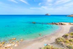 Καταπληκτική αμμώδης παραλία Xerokampos, Σητεία με τα τυρκουάζ νερά στο ανατολικό μέρος του νησιού της Κρήτης, Ελλάδα στοκ εικόνες