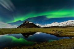 Καταπληκτική αυγή Borealis στον ουρανό της Ισλανδίας Στοκ Εικόνες