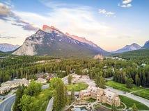 Καταπληκτική εικονική παράσταση πόλης Banff στα δύσκολα βουνά, Αλμπέρτα, Καναδάς Στοκ φωτογραφία με δικαίωμα ελεύθερης χρήσης