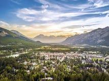 Καταπληκτική εικονική παράσταση πόλης Banff στα δύσκολα βουνά, Αλμπέρτα, Καναδάς Στοκ Εικόνα