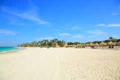 Καταπληκτική παραλία άμμου ομορφιάς άσπρη του νησιού της Αρούμπα Στοκ εικόνες με δικαίωμα ελεύθερης χρήσης