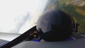 Καταπληκτική πτήση στο αεροπλάνο αεριωθούμενων αεροπλάνων με πειραματικό, POV της ακραίας συνεδρίασης προσώπων στο πιλοτήριο απόθεμα βίντεο