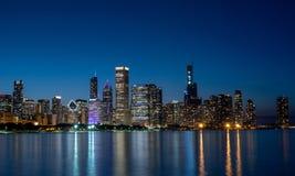 Καταπληκτικός ορίζοντας του Σικάγου το βράδυ - ΣΙΚΑΓΟ, ΗΠΑ - 12 ΙΟΥΝΊΟΥ 2019 στοκ φωτογραφία