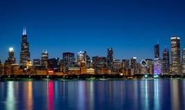 Καταπληκτικός ορίζοντας του Σικάγου το βράδυ - ΣΙΚΑΓΟ, ΗΠΑ - 12 ΙΟΥΝΊΟΥ 2019 στοκ εικόνες με δικαίωμα ελεύθερης χρήσης