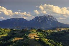 Καταπληκτικό ηλιοβασίλεμα με το θεαματικό θερινό τοπίο, Τρανσυλβανία, Ρουμανία, Ευρώπη Στοκ Εικόνες
