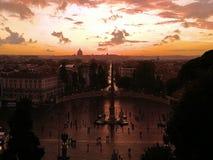 Καταπληκτικό ηλιοβασίλεμα με το πανόραμα της Ρώμης το φθινόπωρο Λήφθείτε στη Ρώμη/την Ιταλία, 11 04 2017 στοκ εικόνες με δικαίωμα ελεύθερης χρήσης