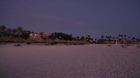 καταπληκτικό ηλιοβασίλ&ep Όμορφη παραλία άμμου του νησιού της Αρούμπα καραϊβικός φιλμ μικρού μήκους