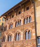Καταπληκτικό μέγαρο στην πόλη της Πίζας - όμορφη πρόσοψη σπιτιών στοκ εικόνες