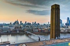 Καταπληκτικό πανόραμα ηλιοβασιλέματος από τη σύγχρονη στοά του Tate στην πόλη του Λονδίνου, Αγγλία, Μεγάλη Βρετανία Στοκ Φωτογραφίες