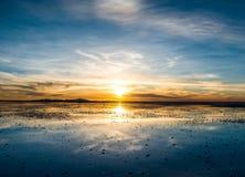 Καταπληκτικό τοπίο ηλιοβασιλέματος Salar de Uyuni στοκ εικόνες με δικαίωμα ελεύθερης χρήσης