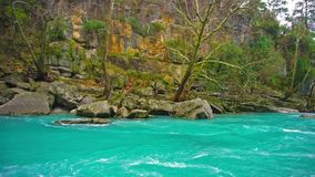 Καταπληκτικό τοπίο ποταμών από το φαράγγι Koprulu σε Manavgat, Antalya, Τουρκία Μπλε ποταμός Τουρισμός Rafting Τυρκουάζ χρώμα απόθεμα βίντεο