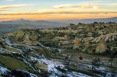Καταπληκτικό τοπίο του Cappadocia από το ηλιοβασίλεμα, Τουρκία Στοκ εικόνες με δικαίωμα ελεύθερης χρήσης