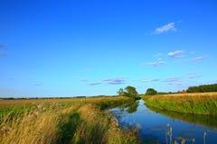 Καταπληκτικό τοπίο φύσης με μια άποψη του ποταμού Στοκ Εικόνες