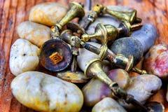 Καταπονημένα σκουριασμένα λαβές ή Doorknobs ντουλαπιών ορείχαλκου Στοκ φωτογραφίες με δικαίωμα ελεύθερης χρήσης