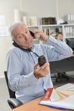 Καταπονημένος προϊστάμενος στο τηλέφωνο Στοκ Εικόνες