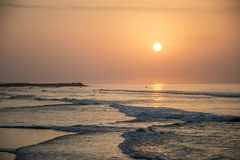 Καταπληκτικά κόκκινα κύματα ηλιοβασιλέματος στην παραλία Salalah Ομάν 6 Στοκ Φωτογραφίες