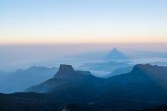 Καταπληκτική άποψη από το ομιχλώδες βουνό στη Σρι Λάνκα Στοκ Εικόνα