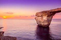 Καταπληκτική άποψη ηλιοβασιλέματος του κυανού παραθύρου, Μάλτα Στοκ Εικόνες