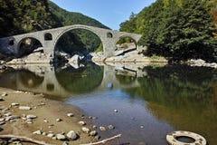 Καταπληκτική άποψη της γέφυρας διαβόλων ` s, του βουνού Rhodopes και του ποταμού Arda, Βουλγαρία Στοκ Φωτογραφίες