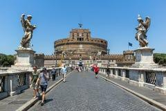 Καταπληκτική άποψη της γέφυρας και του κάστρου ST Angelo του ST Angelo στην πόλη της Ρώμης, Ιταλία Στοκ εικόνα με δικαίωμα ελεύθερης χρήσης