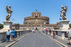 Καταπληκτική άποψη της γέφυρας και του κάστρου ST Angelo του ST Angelo στην πόλη της Ρώμης, Ιταλία Στοκ φωτογραφίες με δικαίωμα ελεύθερης χρήσης