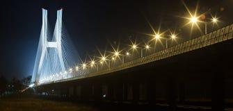 Καταπληκτική άποψη της γέφυρας στη νύχτα Στοκ Φωτογραφίες
