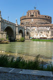 Καταπληκτική άποψη της γέφυρας του ST Angelo, του ποταμού και του κάστρου ST Angelo Tiber στην πόλη της Ρώμης, Ιταλία Στοκ φωτογραφία με δικαίωμα ελεύθερης χρήσης