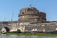 Καταπληκτική άποψη της γέφυρας του ST Angelo, του ποταμού και του κάστρου ST Angelo Tiber στην πόλη της Ρώμης, Ιταλία Στοκ Εικόνες