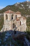 Καταπληκτική άποψη της εκκλησίας της ιερής μητέρας του Θεού στο φρούριο Asens και το βουνό Rhodopes, Αζένοβγκραντ, Βουλγαρία Στοκ εικόνα με δικαίωμα ελεύθερης χρήσης