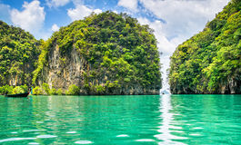 Καταπληκτική άποψη της λιμνοθάλασσας Koh στο νησί της Hong από το καγιάκ Θέση: στοκ φωτογραφία